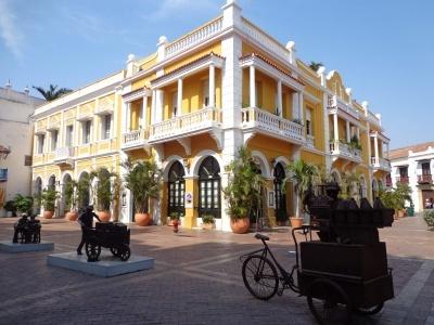 Kolumbie - pestrobarevná příroda a koloniální architektura