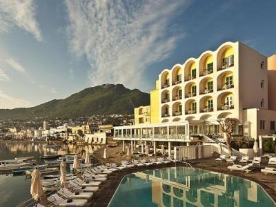 L'albergo Dela Regina Isabella Resort & Health Spa