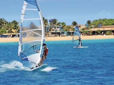 Kombinace Ostrov Boavista - hotel Riu Touareg, ostrov Sal - hotel Melia Llana - pouze pro dospělé