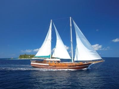 Maledivy - Plavba po souostroví tropického ráje